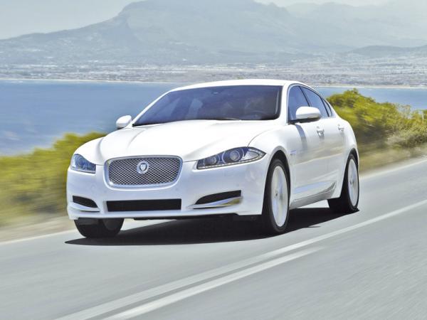 Jaguar XF, Lexus ES и Volvo S80: соперничество концепций