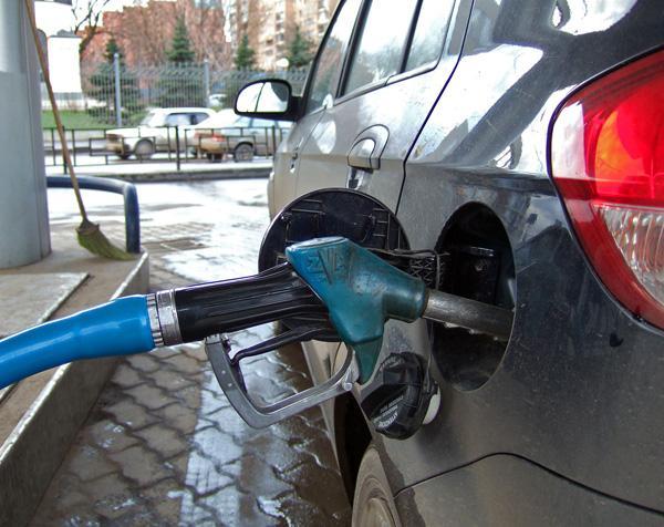 Пока Мининфраструктуры думает, повышать ли акциз на топливо, Минфин уже поднял плату за регистрацию ТС