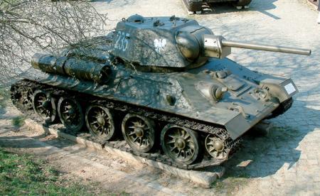 Т-34 образца 1943 года в цветах польских подразделений советской армии