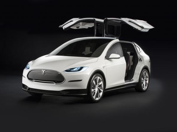 Вседорожник Tesla появится в 2015 году