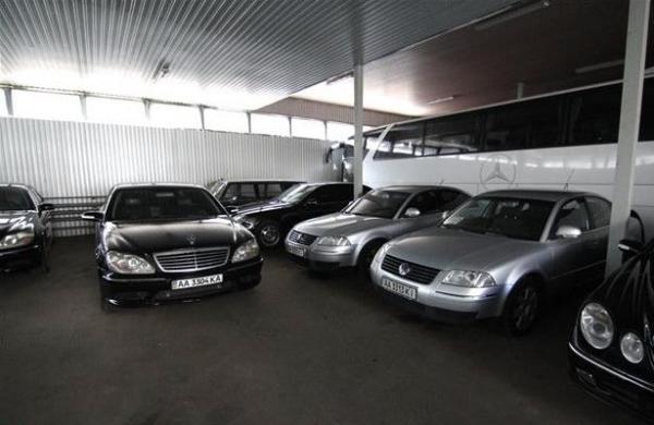 Кабмин продал 27 автомобилей