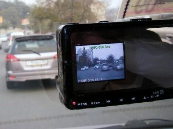 В автомобилях ГАИ будут видеорегистраторы