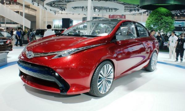 Toyota представила первые фото обновленного Avensis