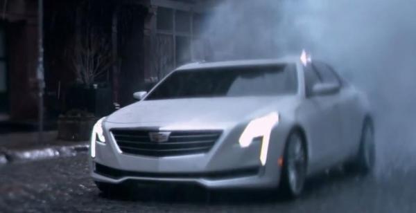 Хромированная радиаторная решетка Cadillac CT6 сочетается со светодиодными фарами