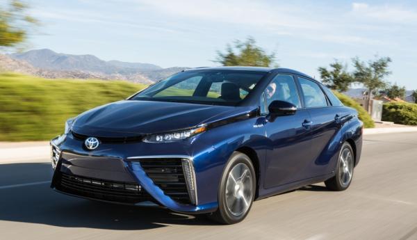 Toyota начинает серийное производство водородного автомобиля