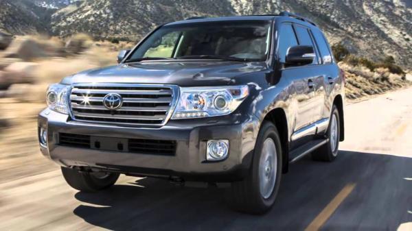 Появились фото обновленного Toyota Land Cruiser 200
