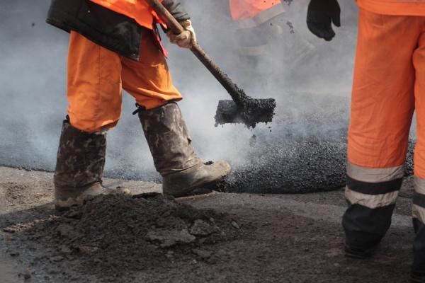 Несвоевременное выделение денег тормозит ремонт дорог