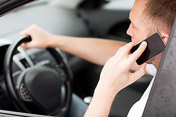 ГАИ напомнила водителям об ответственности за разговоры по телефону