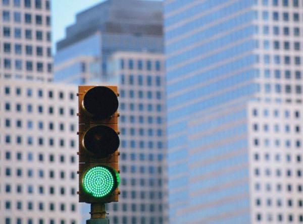 Киевские светофоры оснастят функцией «зеленая волна»