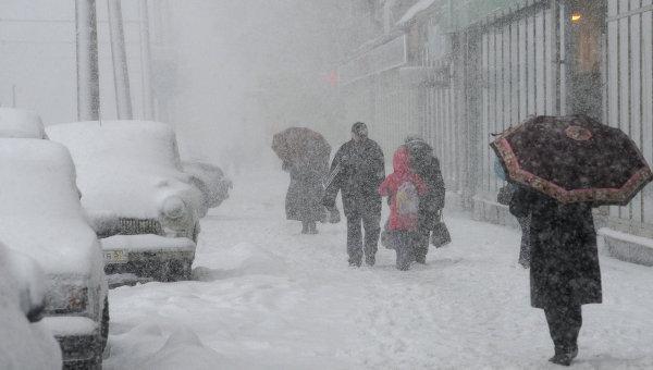 Столичным водителям советуют удержаться от пользования личными автомобилями во время снегопада