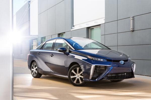 Toyota выпустила первый водородный автомобиль