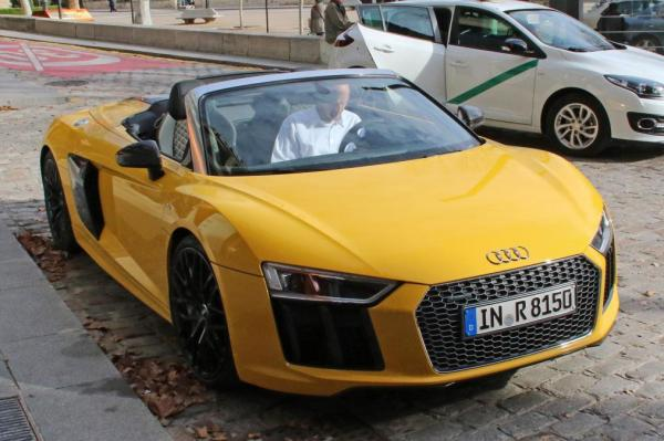 Audi R8 Spyder внешне повторяет стиль купе