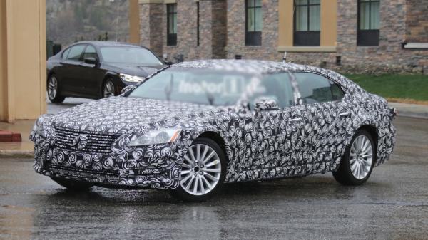 Новый Lexus ES замечен на тестах