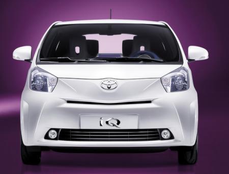 TOYOTA iQ: маленький автомобиль для большого города