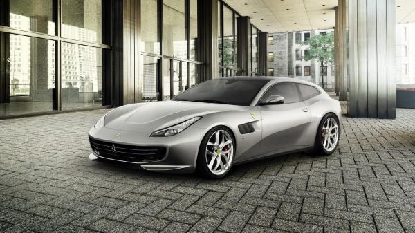 Новый Ferrari GTC4 Lusso оснащен 610-сильным турбомотором