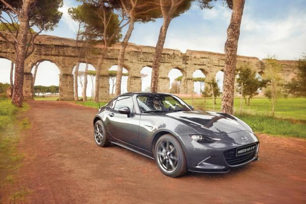 Mazda MX-5 RF: практичная альтернатива кабриолету