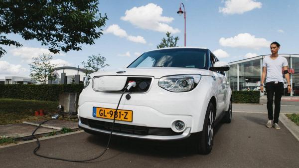 Китай стал мировым лидером по продажам электромобилей