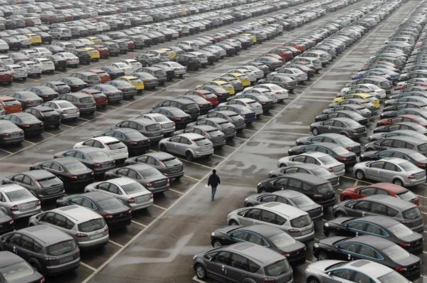 Продажи легковых автомобилей в Украине выросли на половину