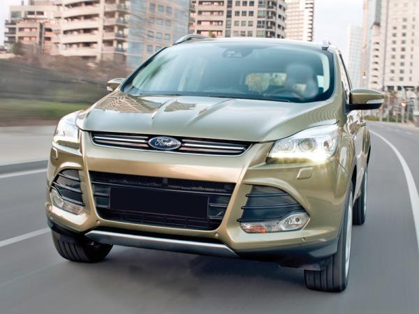 В переднем бампере Ford Kuga – широкий воздухозаборник