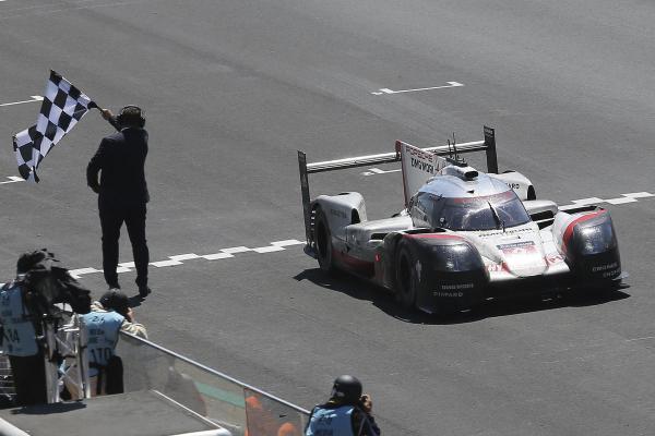 Porsche побеждает в Ле-Мане третий раз подряд