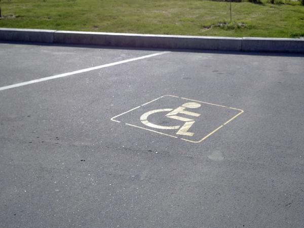 В Украине увеличен штраф за парковку на местах для инвалидов