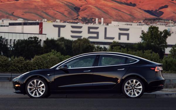 Электромобиль Tesla Model 3 поступил в производство