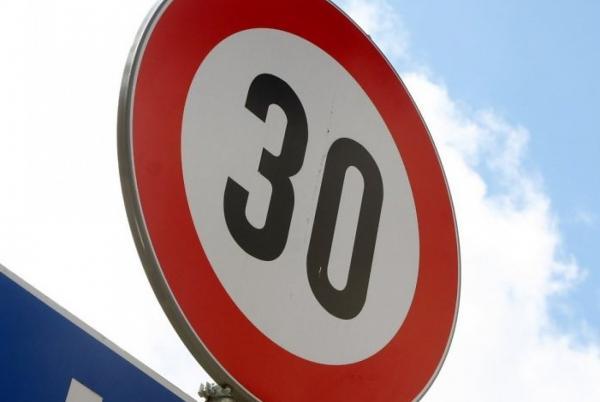 В Украине предлагают снизить скорость в населенных пунктах