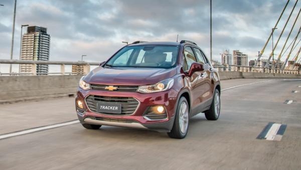 Chevrolet Tracker, Fiat 500X и Suzuki Vitara S: поединок компактных вседорожников