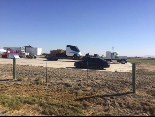 Первый грузовик Tesla засняли до премьеры
