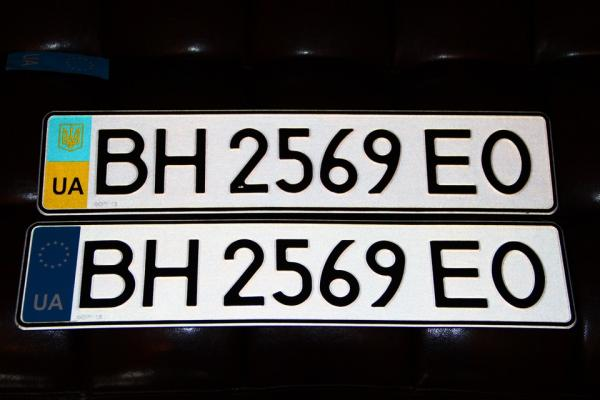 Новые авто в Украине будут получать номера в автосалоне