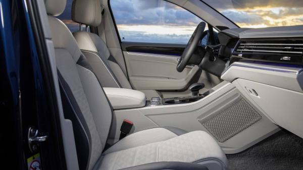 Первые официальные фото нового Volkswagen Touareg