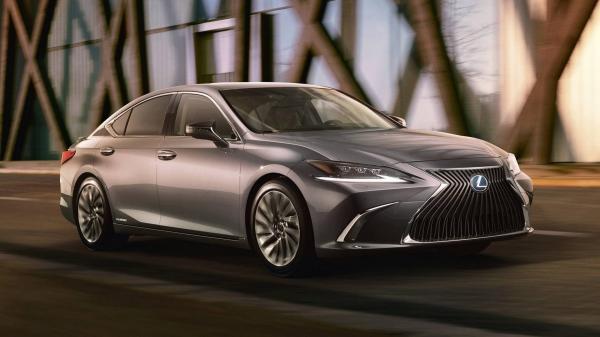 Первые фото нового Lexus ES
