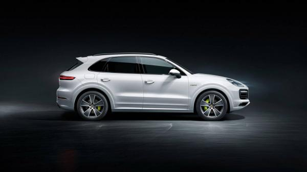 Porsche Cayenne получил гибридную версию