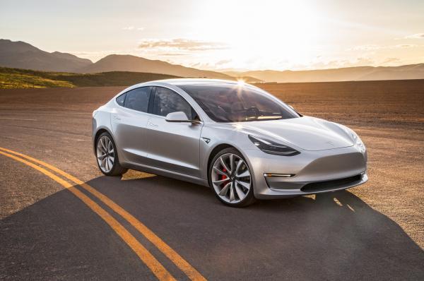 Tesla Model 3 получила спортивные версии
