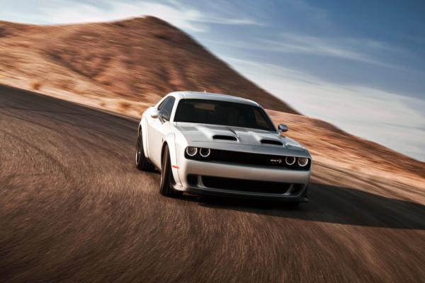 Dodge Challenger Hellcat Redeye: мощный американец