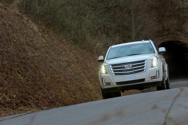 Cadillac Escalade, Infiniti QX80 и Lexus LX570: гиганты автомобильного мира
