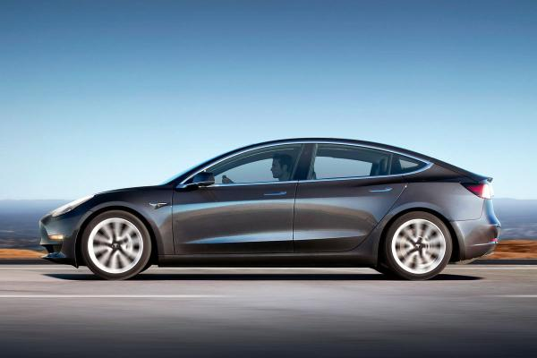 Tesla готовит недорогой электромобиль