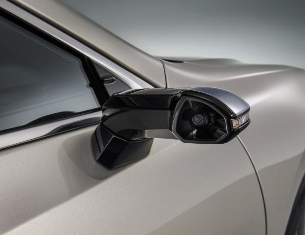 Lexus ES стал первым серийным автомобилем без зеркал