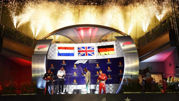 Формула-1: Хэмилтон выигрывает Гран-при Сингапура