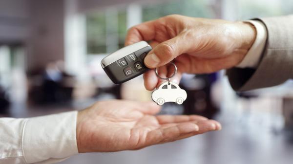 Продажи новых автомобилей продемонстрировали спад