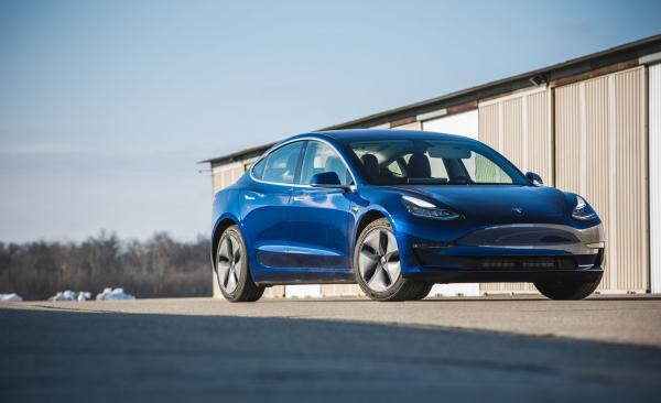 В Украине стартовали официальные продажи электромобилей Tesla