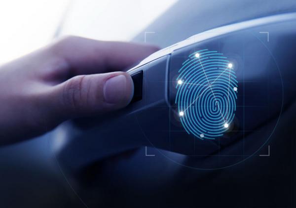 Hyundai Santa Fe получил сканер отпечатков пальцев