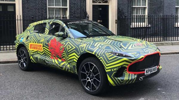 Первый вседорожник Aston Martin засняли во время тестов