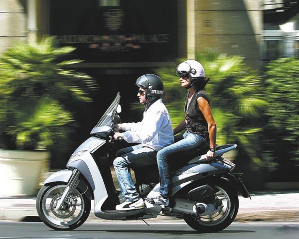 С 1 января 2010 года регистрировать в ГАИ нужно будет все мотороллеры и скутеры