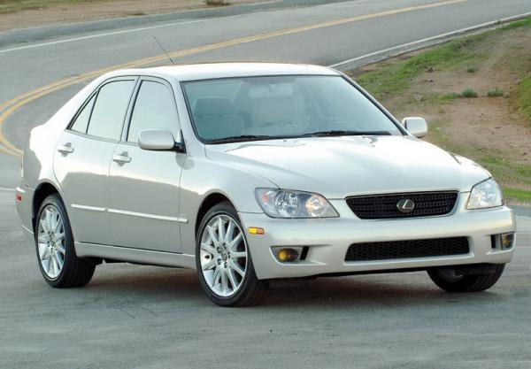 Lexus IS: роскошный спорт