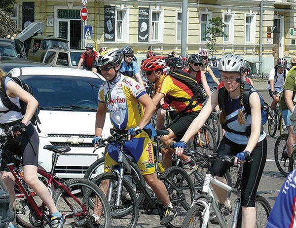 Киев. Велосипедисты требуют парковок и дорожек