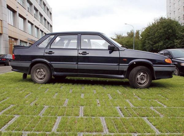Киев. Парковка на газонах под контролем