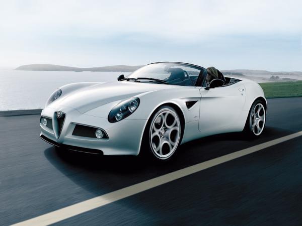 Alfa Romeo 8С Spider: классический дизайн, современная техника