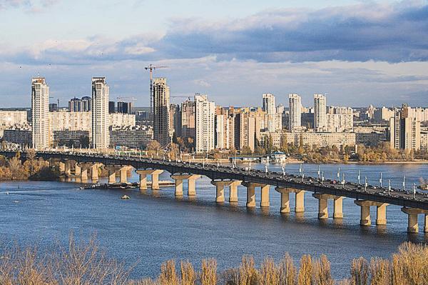 Киев. Открыли транспортную развязку перед мостом Патона