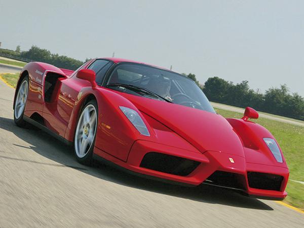 Наследник Ferrari Enzo появится в 2012 году
